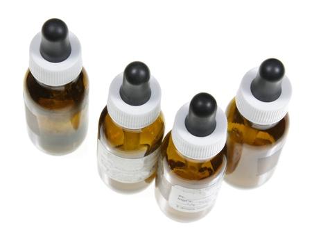 goteros: Cuatro frascos con cuentagotas con la medicina natural en ellos. Foto de archivo