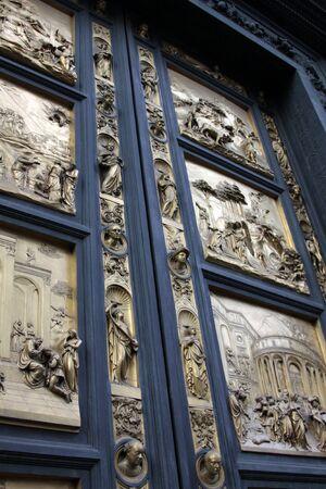 피렌체 대성당의 세례 (두오모)의 문. 이것은 원래의 복제본이다. 스톡 콘텐츠
