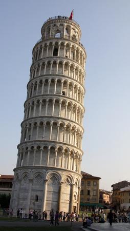 pisa: De scheve toren van Pisa op de Piazza del Duomo, in Pisa, Toscane, Italië.