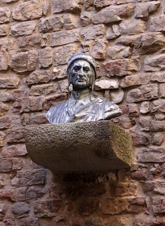 dante alighieri: A bust of Dante Alighieri, located in Florence, Italy.