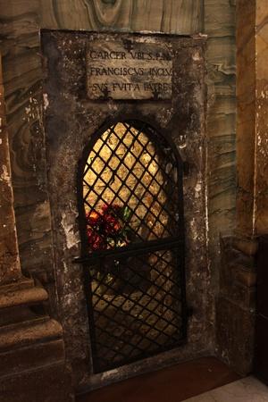 cellule de prison: La prison dans laquelle saint François a été mis par son père. Situé à Chiesa Nova, un chuch construit sur le foyer d'origine et lieu de naissance de saint François. Éditoriale