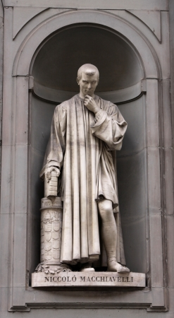A statue of Machiavelli sitting outside of the Uffizi, in Florence, Italy.  Banque d'images
