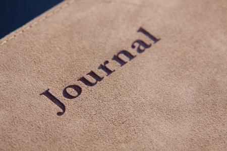 Lettering Rechtschreibung Journal auf der Ledertasche einer Zeitschrift Buch. Standard-Bild - 18539834