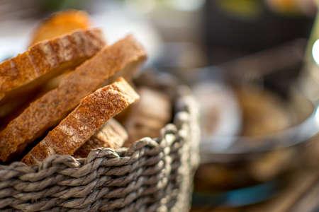 bread basket: Cesta de pan Foto de archivo