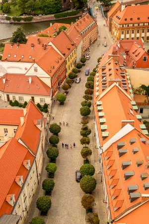 naar beneden kijken: Look down on Wroclaws old town. Ostrow Tumski.