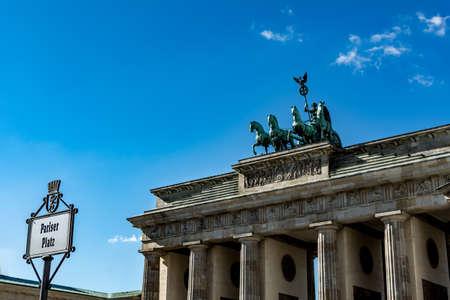 brandenburger tor: Brandenburger Tor in Berlin seen from the Pariser Platz