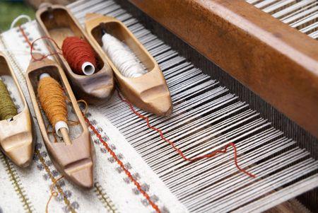 loom: Old folk loom and threads
