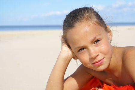 Preteen girl on a beach Фото со стока - 3909696