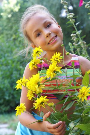 petite girl: Smiling preteen girl with bunch of field flowers