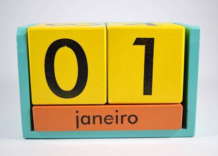 01: January 1st in Portuguese (01 de janeiro  primeiro de janeiro) - isolated childrens toy of exchangableinterchangeable blocks