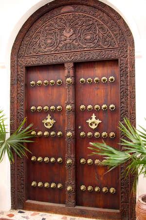 zanzibar: Typisch voorbeeld van een architecturale stijl gevonden in Stonetown op eiland Zanzibar Stockfoto