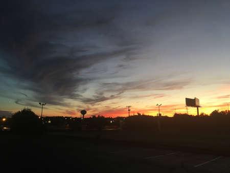 어두운 구름이있는 하늘 스톡 콘텐츠