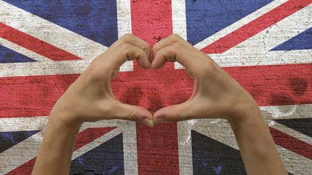 Mains Coeur BRITANNIQUE de drapeau