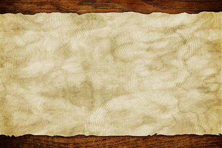 Foglio di carta Grunge su parete di legno o tavolo in stile loft Archivio Fotografico - 83535607
