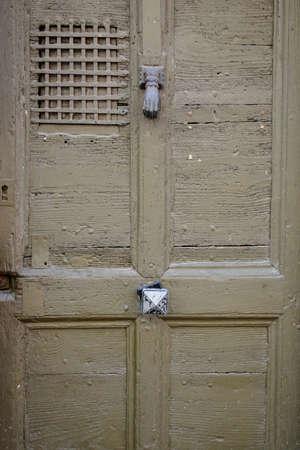 tr: wooden door - habitat porte - T�r - puerta - porta