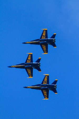 航空ショー: Chicago, USA - August 19, 2012: Image of the Blue Angels performance at the Chicago Air and Water Show. 報道画像