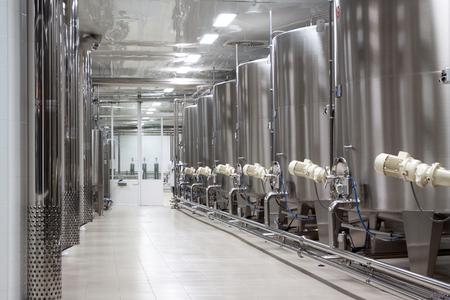 ワイナリーの発酵 arge 金属バットの行