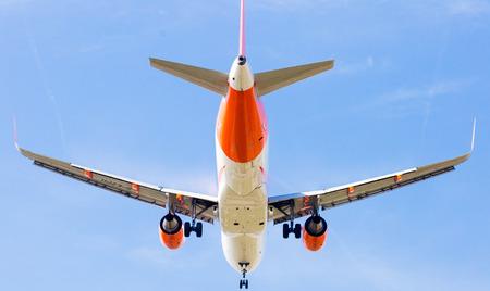 BARCELONA, SPAIN - MARCH 09, 2017:  EasyJet plane landing in El Prat Airport on time. Barcelona, Spain Редакционное