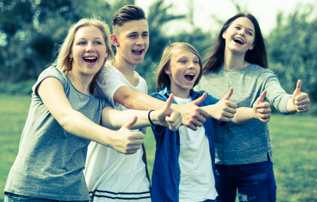 group of teenagers show their thumbs up Foto de archivo