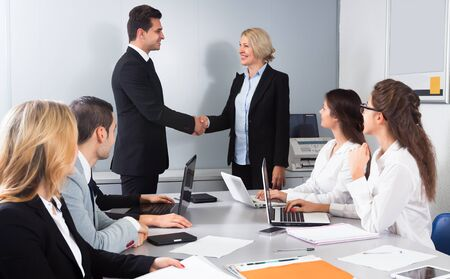 Business handshake at negotiations Imagens