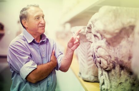 male pensioner visiting historical exhibition in the National Museum Imagens