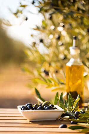 still life with green and black olives on table in olive grove Imagens