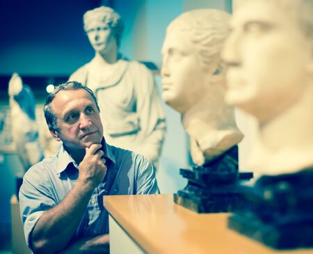 male collector evaluates the exhibition in the historical museum Standard-Bild