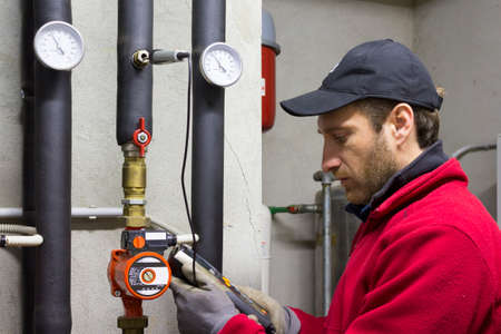 Hydraulic working Measures the temperature in a thermal power