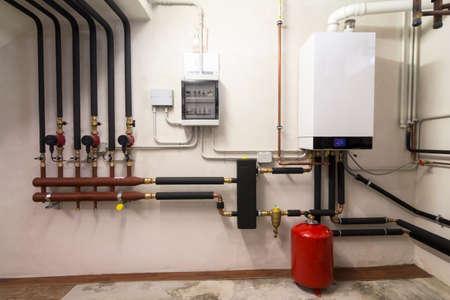 kondensacyjny kocioł gazowy w kotłowni Zdjęcie Seryjne