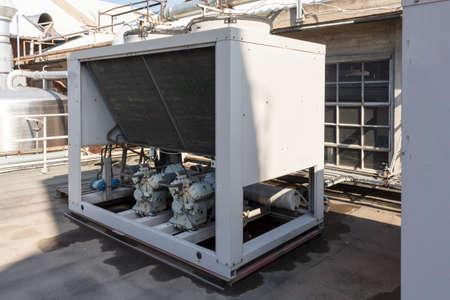 koelmachine voor de realisatie gekoeld water in een industrie