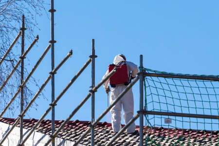 Asbestos removal of a residential building Standard-Bild