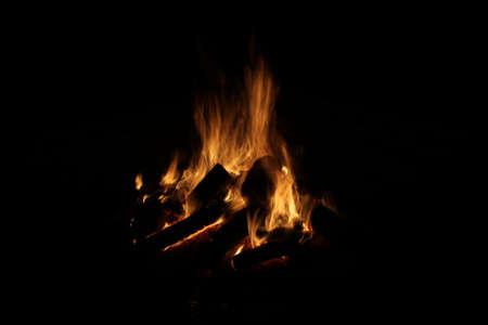 log fire: Log fire lunga esposizione su un nero