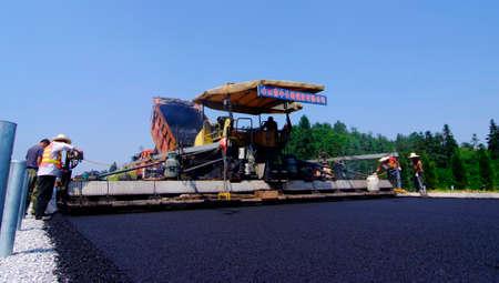 empedrado: Carretera asfaltada Editorial