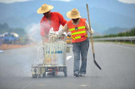 empedrado: las se�ales de tr�fico pavimentadas