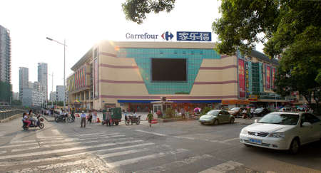 carrefour: Shopping mall