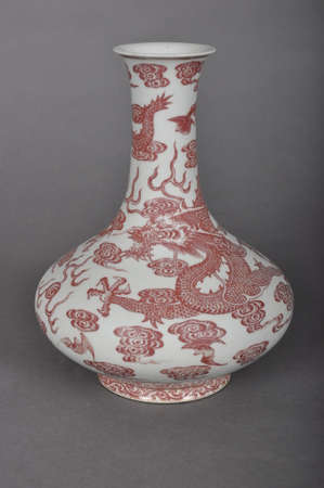 inherit: The Qing Dynasty Qianlong underglaze red dragon belly flat vase Editorial