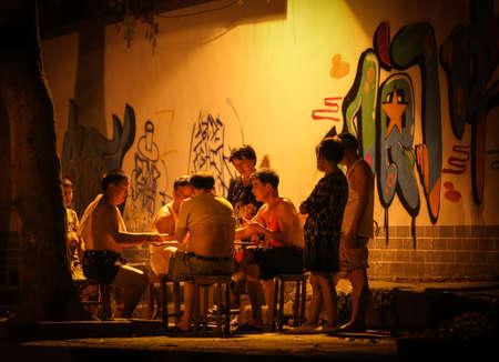 la vida nocturna en la calle