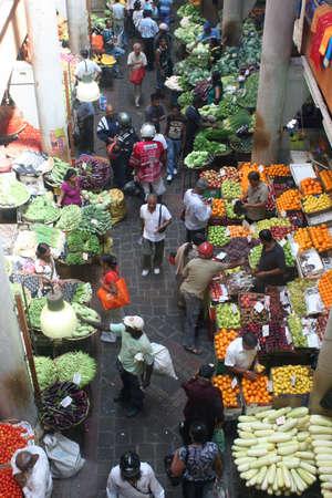 mauritius: Luchtfoto van een drukke groentemarkt