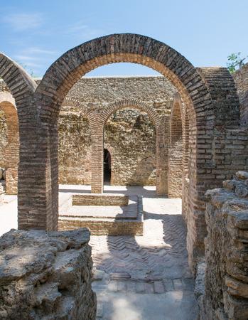 Arabische Bäder in Ronda. Ende des 13. Jahrhunderts während der Herrschaft von König Abomelik erbaut. Die Bäder befinden sich im alten arabischen Viertel der Stadt, bekannt als San Miguel Viertel. Die Bäder befinden sich im alten arabischen Viertel der Stadt, bekannt als t Standard-Bild - 81559964