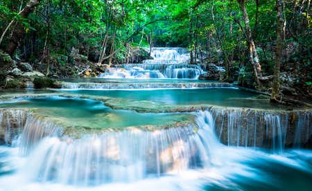Wide scape of Huay Mae Khamin Waterfall Standard-Bild