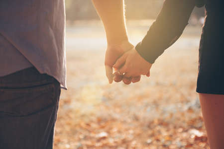 Couples holding hands, Summer in love Stockfoto