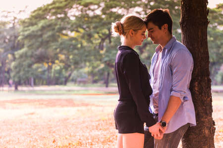 Young couple in love, hugging in the park Stockfoto