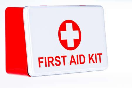 botiquin primeros auxilios: Cuadro de kit de primeros auxilios sobre fondo blanco