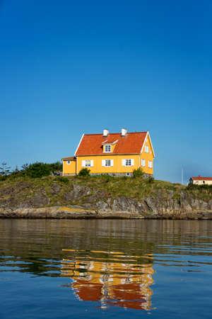 House near the sea on Härön, Bohuslän. Stockfoto