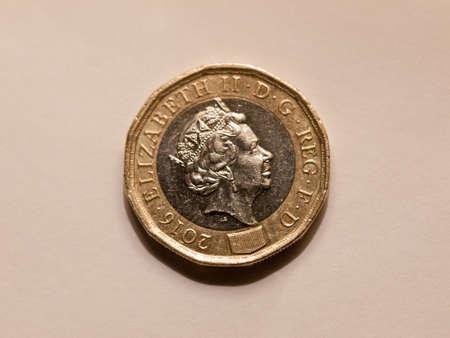 Stack Ein Pfund Münzen Lizenzfreie Fotos Bilder Und Stock