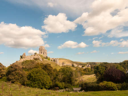 landscape summer's day corfe castle special ruins medieval old nature trees sky clouds; Dorset; England; UK Stockfoto
