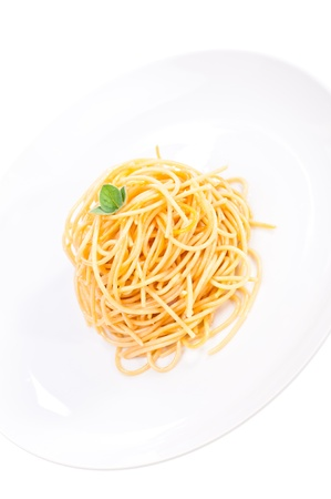 Plain spaghetti tossed in olive oil and decorated with fresh basil