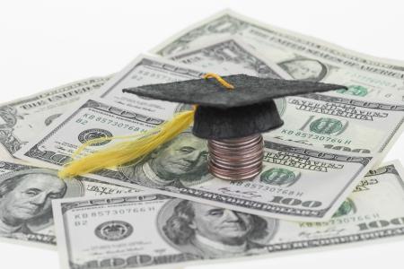 H�here Bildung Einsparungen verlangen mehr Geld Fokus auf hundert Dollar-Schein