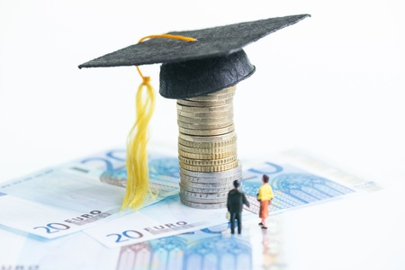 20 euro: Miniature people standing on top of 20 Euro banknotes looking at the Mortarboard Stock Photo