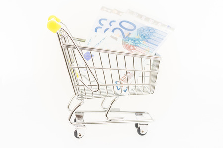 inflation basket: Miniature shopping cart with Euro banknotes Foto de archivo